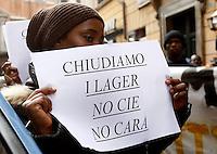 20131227 ROMA-CRONACA: PROTESTA CONTRO CIE E CARA SOTTO LA SEDE DEL PD