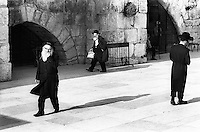 Israel, March and April 1987  ..A trip through Israel and its occupied territories during the first Intifada, Palestinian uprising in 1987.  Orthodox jews in front of the wailing wall in Jerusalem...Photo Kees Metselaar