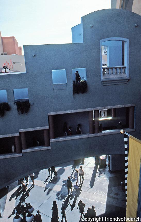 Horton Plaza, San Diego. Architect Jon Jerde. Opened in 1985. Photo Jan. 1987.