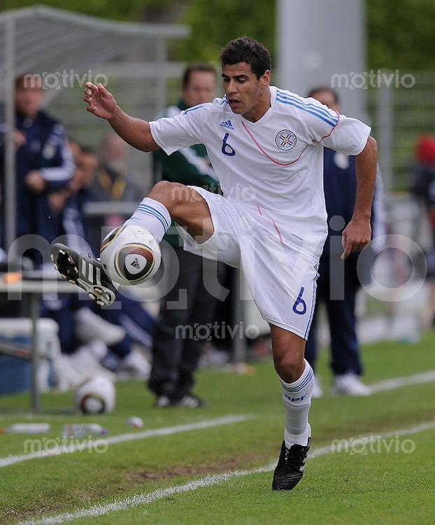 Fussball International:  Testspiel  15.05.2010 Paraguay - DPR Korea Carlos Bonet (Paraguay) am Ball