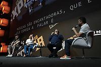 SAO PAULO, SP - 06.12.2018 - CCXP 2018 - O Cineasta Lorenzo Di Bonaventura junto com os dubladores, Paola Oliveira e Guilherme Briggs durante a Comic Con 2018 na S&atilde;o Paulo Expo, na zona sul de S&atilde;o Paulo na tarde desta quinta-feira (06).<br /> (Foto: Fabricio Bomjardim / Brazil Photo Press )