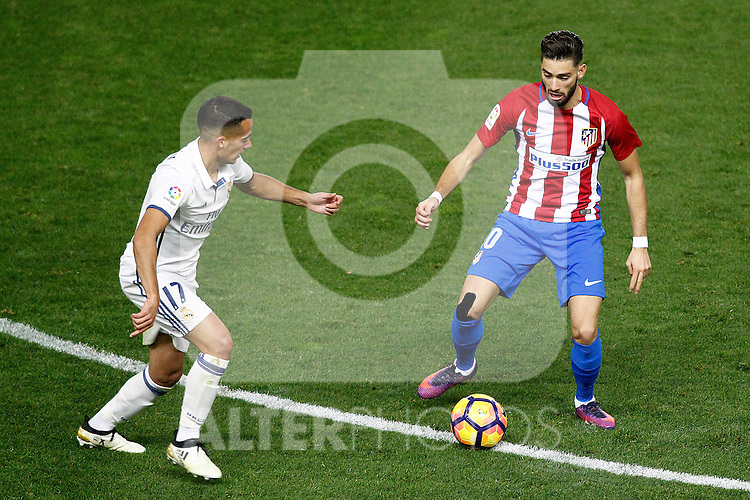 Atletico de Madrid's Yannick Ferreira Carrasco (r) and Real Madrid's Lucas Vazquez during La Liga match. November 19,2016. (ALTERPHOTOS/Acero)