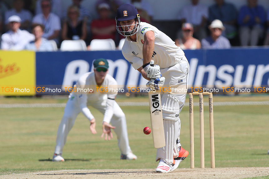 Ryan ten Doeschate in batting action for Essex - Essex CCC vs Australia - Tourist Match ahead of the 2015 Ashes Series at the Essex County Ground, Chelmsford, Essex - 03/07/15 - MANDATORY CREDIT: Gavin Ellis/TGSPHOTO