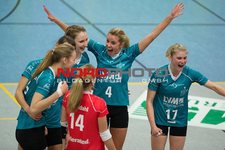 19.01.2014, Halle Berg Fidel, Muenster<br /> Volleyball, Bundesliga Frauen, USC M&uuml;nster / Muenster vs. SC Potsdam<br /> <br /> Jubel Louisa Lippmann (#5 USC Muenster), Nadja Schaus (#3 USC Muenster), Sarah Petrausch (#7 USC Muenster), Linda D&ouml;rendahl / Doerendahl (#14 USC Muenster), Tess von Piekartz (#4 USC Muenster), Ines Bathen (#17 USC Muenster) nach dem Matchball / Sieg<br /> <br />   Foto &copy; nordphoto / Kurth