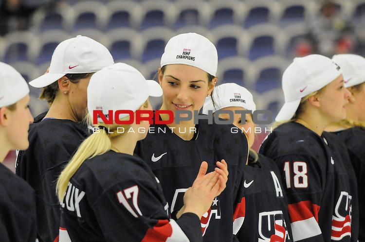 04.04.2015, Malm&ouml; Ishall, Malm&ouml; , SWE, IIHF Eishockey Frauen WM 2015, USA vs Canada (CAN), im Bild, Finale, Team USA gewinnt die Frauen Eishockey WM in Malm&ouml;, Hilary KNIGHT (#21, USA)<br /> ***** Attention nur f&uuml;r redaktionelle Berichterstattung *****<br /> <br /> Foto &copy; nordphoto / Hafner