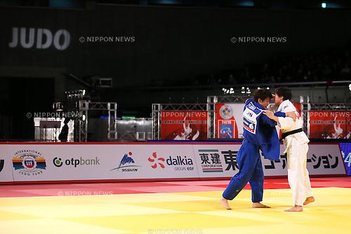 (L-R) Yoko Ono, Chizuru Arai (JPN), DECEMBER 5, 2015 - Judo : IJF Grand Slam Tokyo 2015 International Judo Tournament Women's -70kg Final at Tokyo Metropolitan Gymnasium, Tokyo, Japan. (Photo by Sho Tamura/AFLO SPORT)