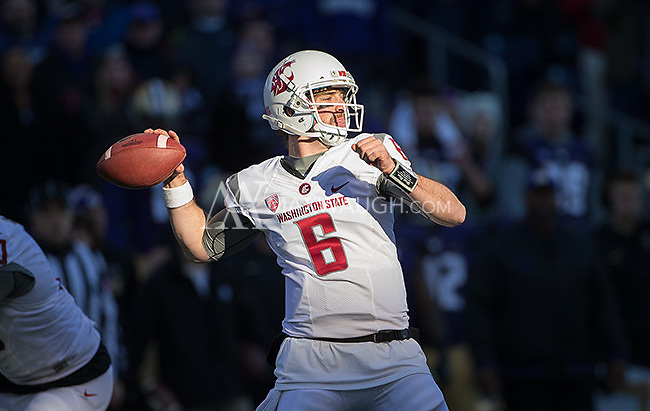 Wazzu quarterback Peyton Bender drops back to pass.