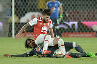 BOGOTÁ -COLOMBIA, 07-02-2016. Jonathan Gomez (Der.) jugador de Santa Fe disputa el balón con Rafael Robayo (Izq.) jugador de Millonarios durante partido entre Independiente Santa Fe y Millonarios por la fecha 3 de la Liga Aguila I 2016  jugado en el estadio Nemesio Camacho El Campin de la ciudad de Bogota. / Jonathan Gomez (R) player of Santa Fe struggles for the ball with Rafael Robayo (L) player of Millonarios during a match between Independiente Santa Fe and Cucuta Deportivo for the date 3 of the Liga Aguila I 2016 played at the Nemesio Camacho El Campin Stadium in Bogota city. Photo: VizzorImage/ Gabriel Aponte / Staff