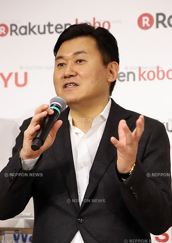 "January 26, 2018, Tokyo, Japan - Japanese online commerce giant Rakuten president Hiroshi Mikitani speaks as Rakuten and US retail giant Walmart announce a new strategic alliance on the e-commerce at the Rakuten headquarters in Tokyo on Friday, January 26, 2018. Rakuten and Walmart will launch a new online grocery delivery service ""Rakuten Seiyu Netsuper"" in Japan in this year. (Photo by Yoshio Tsunoda/AFLO) LWX -ytd-"