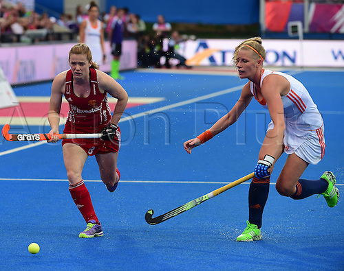 30.08.2015. Lea Valley, London, England. Unibet EuroHockey Championships Day 10. Gold Medal Final. England versus Netherlands. Helen Richardson-Walsh (ENG) chases down the wing