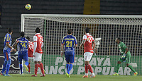 BOGOTÁ -COLOMBIA, 01-04-2014. Aspecto del gol del Pasto durante el encuentro entre Independiente Santa Fe y Deportivo Pasto por la fecha 14 de la Liga Postobón  I 2014 disputado en el estadio Nemesio Camacho El Campín de la ciudad de Bogotá./ Aspect of goal of Pasto during the match between Independiente Santa Fe and De´portivo Pasto for the 14th date of the Postobon  League I 2014 played at Nemesio Camacho El Campin stadium in Bogotá city. Photo: VizzorImage/ Gabriel Aponte / Staff