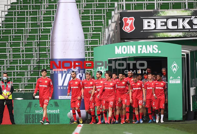 Das Team von Bayer kommt zum Aufwaermen auf das Spielfeld.<br /><br />Sport: Fussball: 1. Bundesliga: Saison 19/20: 26. Spieltag: SV Werder Bremen - Bayer 04 Leverkusen, 18.05.2020<br /><br />Foto: Marvin Ibo GŸngšr/GES /Pool / via gumzmedia / nordphoto