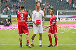 15.07.2017, Borussia Park, Moenchengladbach, GER, TELEKOM CUP 2017 Finale - SV Werder Bremen vs FC Bayern Muenchen<br /> <br /> im Bild<br /> Javi Martinez (FC Bayern Muenchen #8), Tom Starke (FC Bayern Muenchen), Rafinha (FC Bayern Muenchen #13) mit Schale / Pokal, <br /> <br /> Foto &copy; nordphoto / Ewert