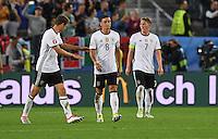 FUSSBALL EURO 2016 VIERTELFINALE IN BORDEAUX Deutschland - Italien      02.07.2016 Thomas Mueller, Mesut Oezil und Bastian Schweinsteiger (v.l., alle Deutschland) sind nach dem 1:1 enttaeuscht