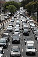SAO PAULO, SP, 14 SETEMBRO 2012 - TRANSITO CAPITAL PAULISTA - Transito intenso na Radial Leste na altura na Mooca sentido centro na manha desta sexta-feira, 14. (FOTO: LUIZ GUARNIERI / BRAZIL PHOTO PRESS).