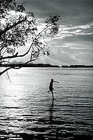 Comunidade Indígenas da etnia Maku do alto rio Negro, em frente São Gabriel da Cachoeira.<br /> São Gabriel da Cachoeira, Amazonas, Brasil.<br /> Foto Paulo Santos.<br /> 1997