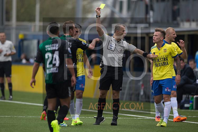 (L-R), Maikel Kieftenbeld of FC Groningen, Scheidsrechter Bjorn Kuipers, Albert Rusnak of SC Cambuur,