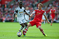 Sun 06 October 2013 Pictured: ( L-R )  Nathan Dyer and Steven Davis  Re: Barclays Premier League Southampton FC  v Swansea City FC  at St.Mary's Stadium, Southampton