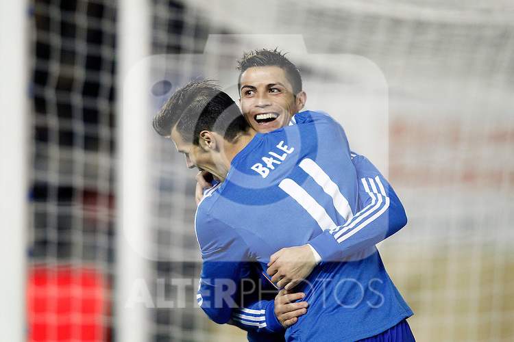 Real Madrid's Cristiano Ronaldo (r) and Garet Bale celebrate goal during La Liga match.November 22,2013. (ALTERPHOTOS/Acero)