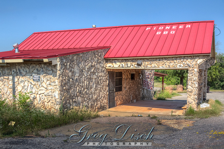 The Pioneer BBQ in Wellston Oklahoma on Route 66 sits on the remains of Pioneer Camp, a former tourist camp.