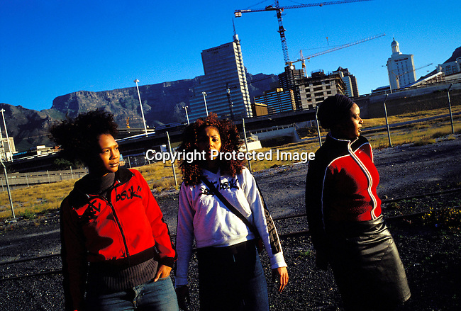 dimuhip00020 The all female hip-hop group Godessa on September 5, 2002 in downtown Cape Town, South Africa. .©Per-Anders Pettersson/iAfrika Photos