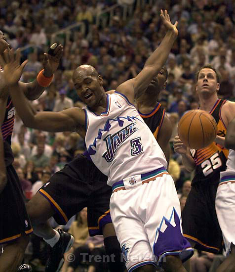 Bryon Russell and a loose ball (after he was fouled) at Jazz vs. Phoenix Suns.<br />