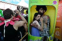RIO DE JANEIRO, RJ, 06.02.2016 - CARNAVAL-RJ - Foliões curtem o bloco carnavalesco Baby Doll de Nylon, em Brasília, neste sábado, 06. (Foto: Ricardo Botelho/Brazil Photo Press)