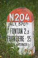 Europe/France/Provence-Alpes-Côtes d'Azur/06/Alpes-Maritimes/Alpes-Maritimes/Arrière Pays Niçois/Saorge: Ancienne borne souvenir de l'ancienne route de la vallée de la Roya- Route du Sel - qui va jusqu'à la frontière