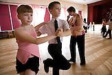 Nach dem Unterricht gehen Sascha und Igor vier Mal in der Woche zur Tanzschule.