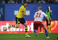 FUSSBALL   1. BUNDESLIGA   SAISON 2012/2013   4. SPIELTAG Hamburger SV - Borussia Dortmund               22.09.2012         Neven Subotic (Borussia Dortmund) gegen Maximilian Beister (re, Hamburger SV)