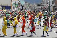 PASTO -COLOMBIA, 04-01-2016. Aspecto del desfile Llegada de La Familia Castañeda, del Carnaval de Negros y Blancos 2016  que se lleva a cabo entre el 2 y el 7 de enero de 2016 en la ciudad de Pasto, Colombia. / Aspect of arrival of La Familia Castañeda parade of the Blacks and Whites' Carnival 2016 which is held between 2 and 7 of January 2016 at Pasto, Colombia. Photo: VizzorImage / Leonardo Castro / Cont