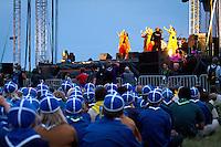 Finnish contingent watchig the show. Photo: Mikko Roininen / Scouterna