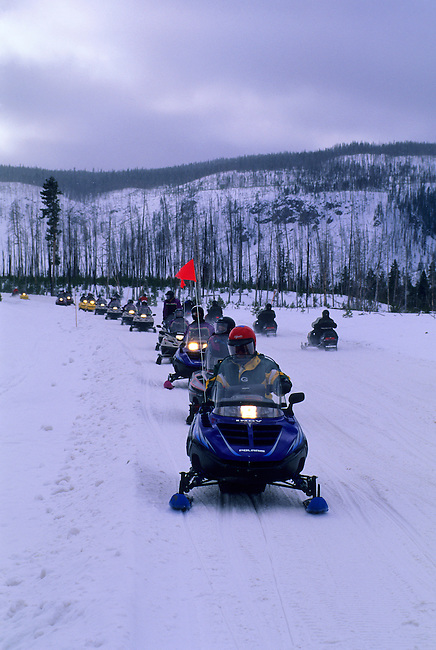 USA, WYOMING, YELLOWSTONE NATIONAL PARK, SNOWMOBILES, GUIDED TOUR