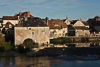 Europe/France/Poitou-Charentes/86/Vienne/Saint-Pierre-de-Maillé: le moulin et les vieilles maisons sur les bords de la Gartempe