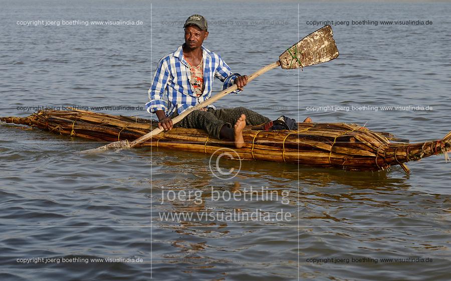 ETHIOPIA , Bahar Dar, lake Tana, fisherman with papyrus boat / AETHIOPIEN, Bahir Dar, See Tana, Fischer mit Papyrusboot