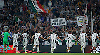 Calcio, Serie A: Juventus vs Fiorentina. Torino, Juventus Stadium, 20 agosto 2016.<br /> Juventus&rsquo; players greet fans at the end of the Italian Serie A football match between Juventus and Fiorentina at Turin's Juventus Stadium, 20 August 2016. Juventus won 2-1.<br /> UPDATE IMAGES PRESS/Isabella Bonotto