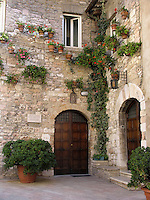 Casa di Ospitalita Maria Immacolata suore Francescane Missionarie di Assisi Del Giglio, Mission house on Via San Francesco in Assisi, Ital