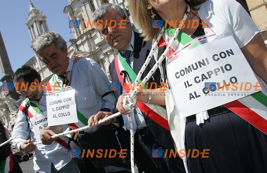 Roma 23/06/2010 Manifestazione dei sindaci davanti al Senato<br /> Photo Samantha Zucchi Insidefoto