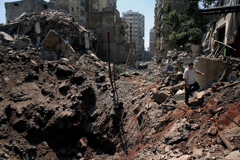 Beirut, Lebanon, Aug 14 2006.Mere hours after the beginning of the cease-fire, thousands of inhabitants return to Hareit Hreik, the main Hezbollah stronghold in the capital, constantly targeted by Israeli air force bombing raids during 33 days and almost totally destroyed as a result.