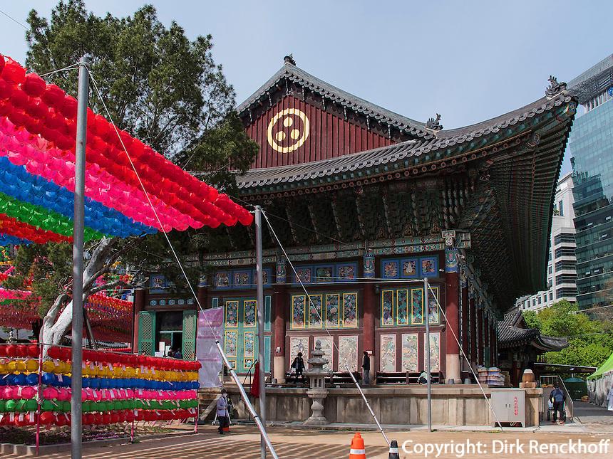 Zu Buddha's Geburtstag geschmückter buddhistischer Tempel Jogye-sa in Seoul, Südkorea, Asien