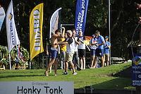 FIERLJEPPEN: GRIJPSKERK: 27-08-2016, Nederlands Kampioenschap Fierljeppen/Polsstokverspringen, Bart Helmholt viert zijn overwinning, ©foto Martin de Jong