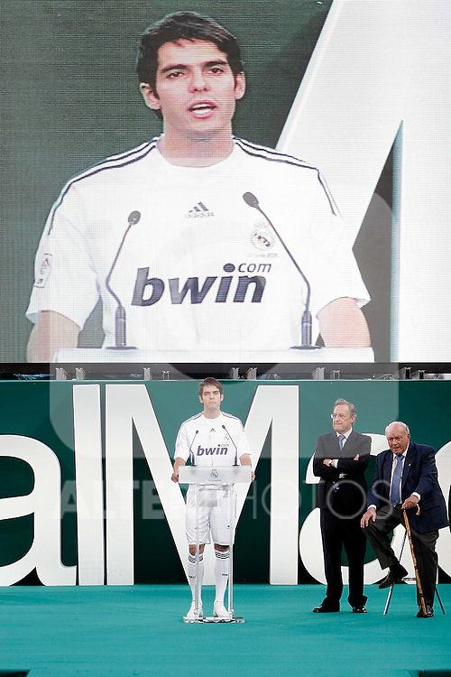 Real Madrid's new player Kaka president Florentino Perez and Honor President Alfredo Di Stefano during his official presentation. June 30, 2009. (ALTERPHOTOS/Alvaro Hernandez)