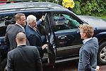 Nederland, Achlum, 28-05-2011CONVENTIE VAN ACHLUM. Bill Clinton wordt uitgezwaaid door Willem van Duin (R) CEO van Achmea. Verzekeraar Achmea viert vandaag in het Friese dorpje haar 200 jarig bestaan.FOTO: Gerard Til / Hollandse Hoogte