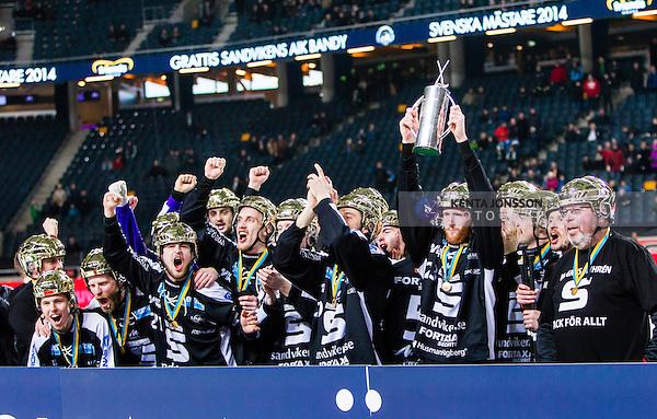 Solna 2014-03-16 Bandy SM-final herrar Sandvikens AIK - V&auml;ster&aring;s SK :  <br /> Sandviken spelare jublar med SM-pokalen efter matchen <br /> (Foto: Kenta J&ouml;nsson) Nyckelord:  SM SM-final final herr herrar VSK V&auml;ster&aring;s SAIK Sandviken  jubel gl&auml;dje lycka glad happy