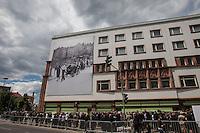 Berlin, Bundeskanzlerin Angela Merkel (CDU), am Dienstag (11.06.13) in Berliner Deutschlandhaus, anlässlich Eröffnung der Open-Air-Ausstellung der Stiftung und Enthüllung eines Großplakates an der Gebäudefassade. Foto: Maja Hitij/CommonLens