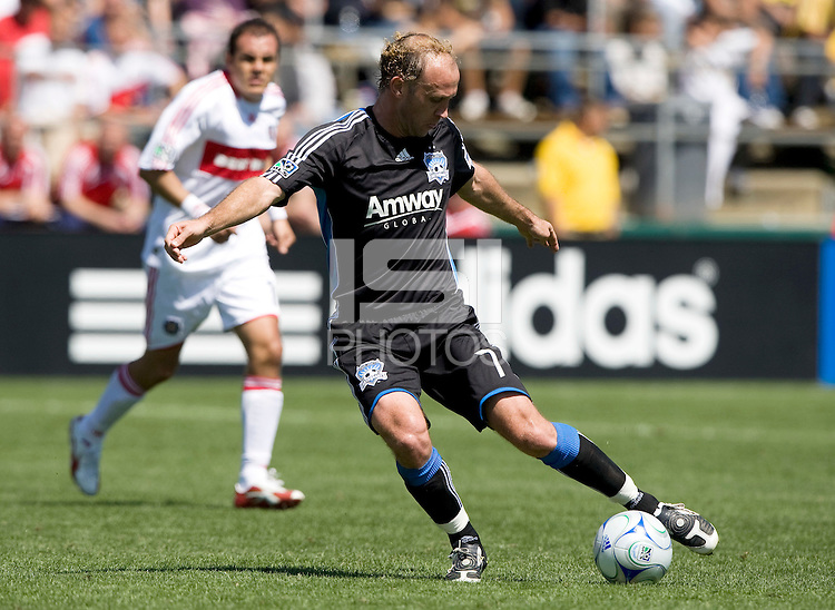 April 11, 2009: Simon Elliott of Earthquakes in action against Fire at Buck Shaw Stadium in Santa Clara, California. San Jose Earthquakes and Chicago Fire tied, 3-3
