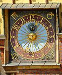 Zegar na południowej fasadzie ratusza, Wrocław, Polska<br /> Clock on town hall in Wrocław, Poland