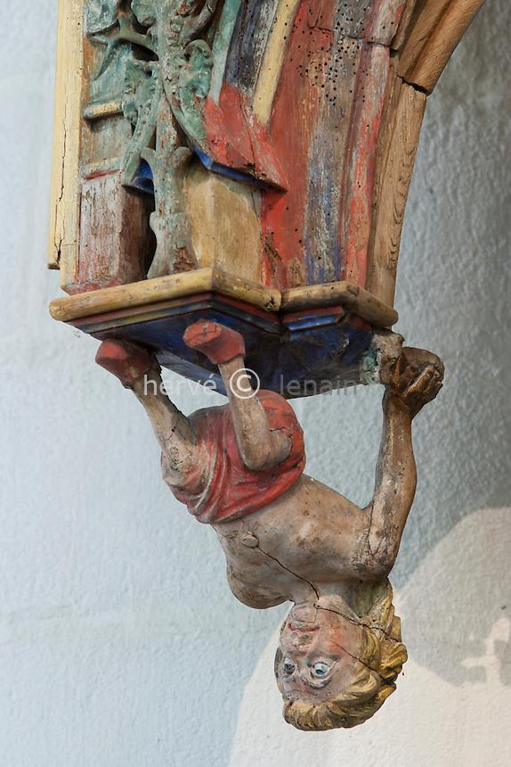 France, Morbihan (56), le Faouët, la chapelle Saint Fiacre, détail du jubé vu depuis le choeur // France, Morbihan, le Faouet, chapel Saint Fiacre, detail of the rood screen seen since the choir