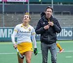 AMSTELVEEN - Frederique Matla (DenBosch) met Coach Raoul Ehren (DenBosch)  voor de hoofdklasse hockeywedstrijd dames,  Amsterdam-Den Bosch (1-1).   COPYRIGHT KOEN SUYK