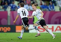 FUSSBALL  EUROPAMEISTERSCHAFT 2012   VIERTELFINALE Deutschland - Griechenland     22.06.2012 Jubel nach dem 1:0: Philipp Lahm (li) und Marco Reus (re, beide Deutschland)